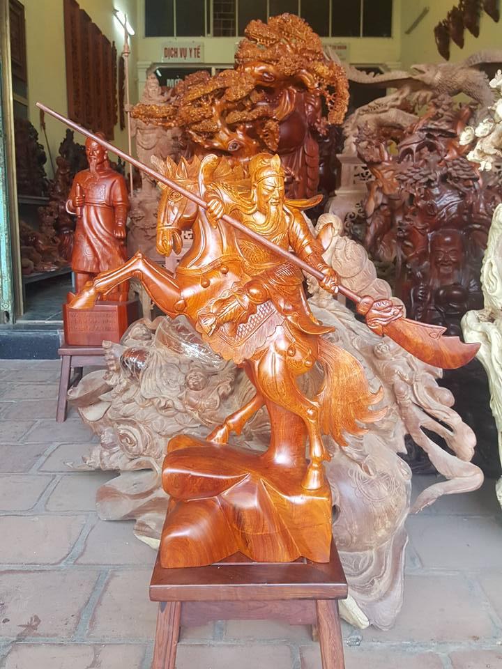 Tượng Quan Công cưỡi ngựa gỗ hương 60x48x20cm