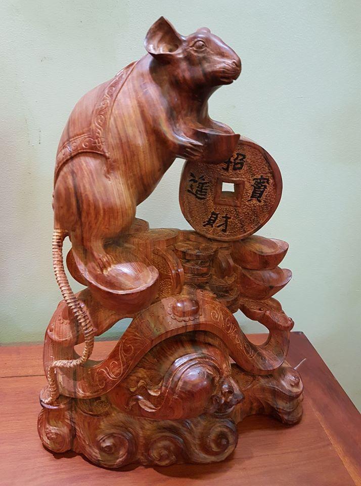 Chuột tiền vàng rước tài lộc gỗ trắc 39x30x10.5cm