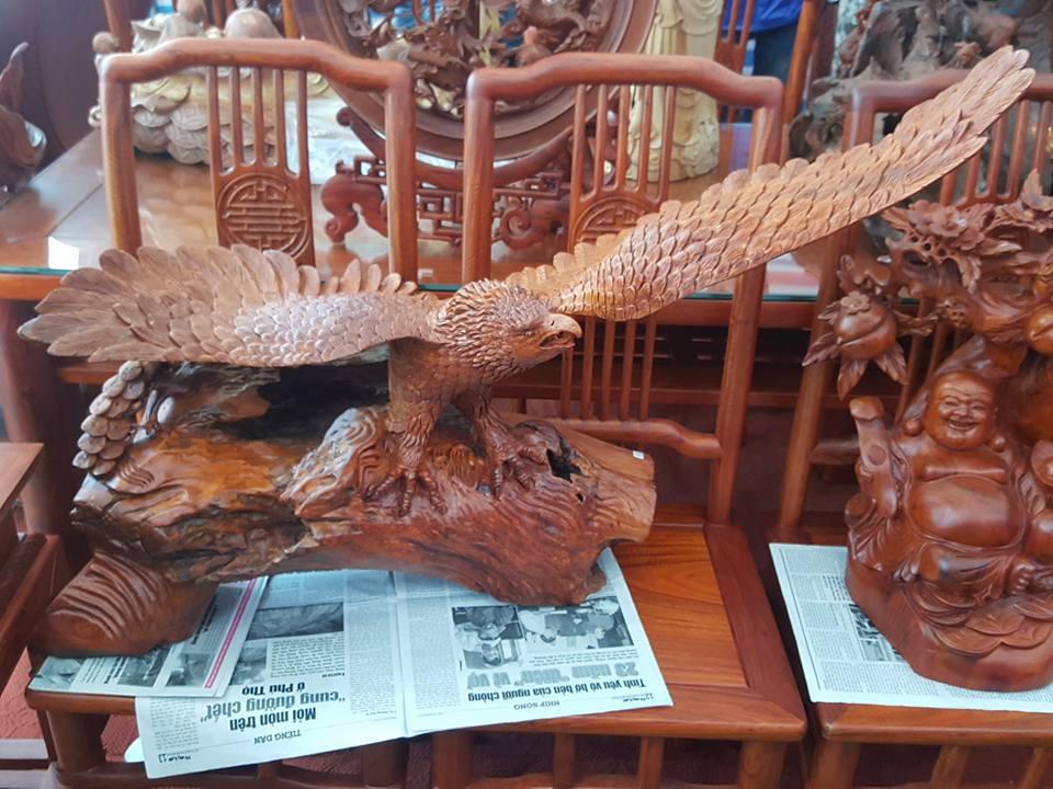 Đại bàng gỗ hương liền khối 70x100x30cm