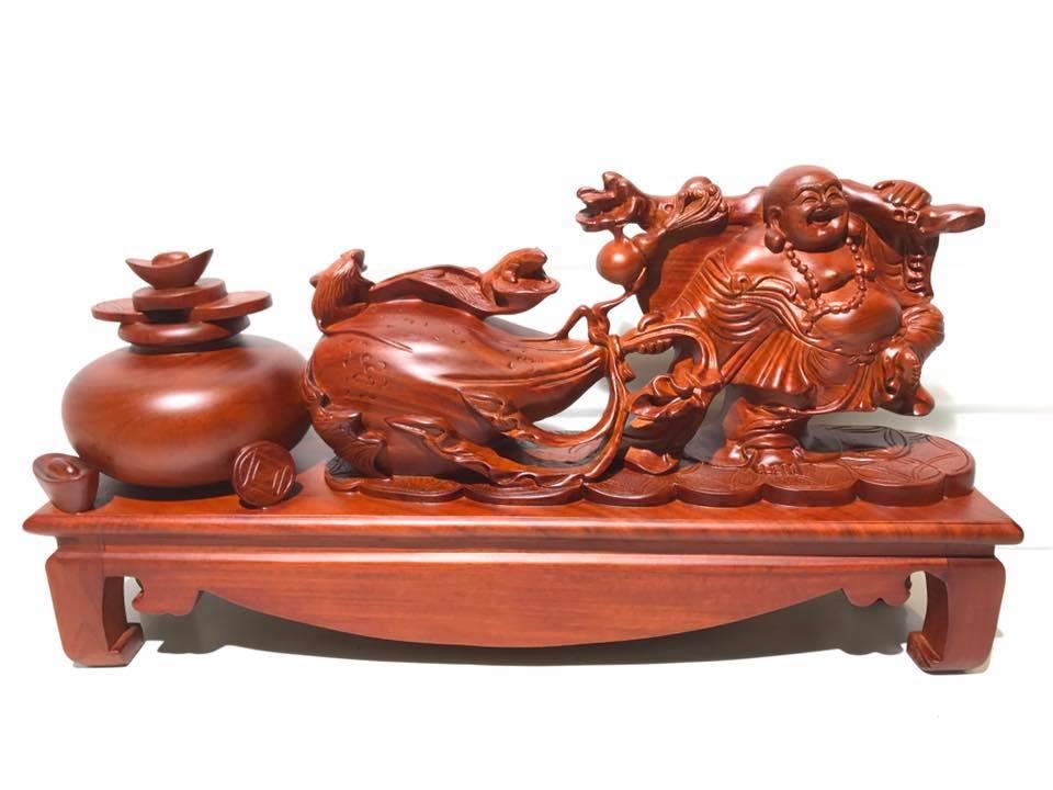 Tượng Di Lặc kéo bao tiền gỗ hương 30x54x13cm