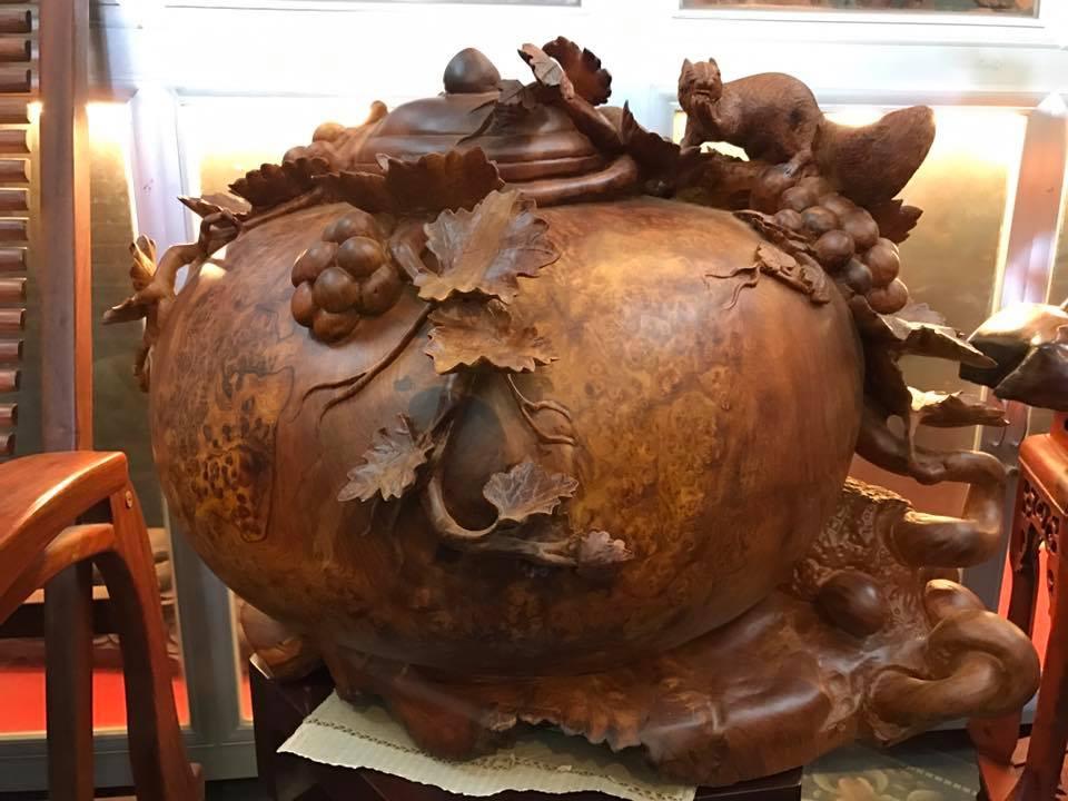 Bình phú quý nho sóc gỗ nu hương đục tinh xảo 45x60x53cm