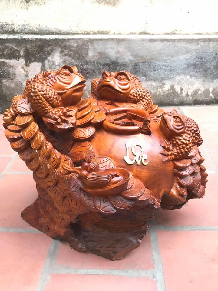 Cóc Thiềm Thừ ngồi chum tiền gỗ hương 50x56x56cm
