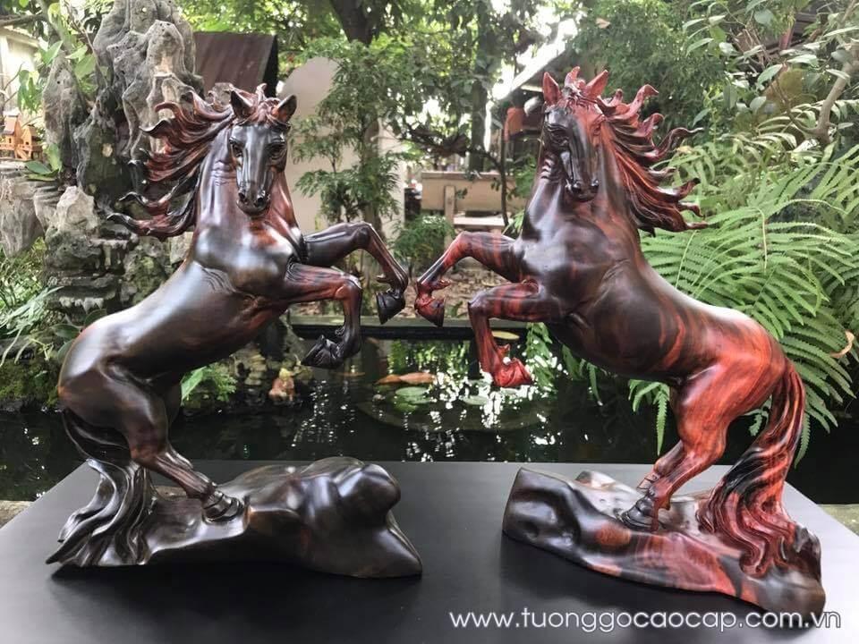 Cặp ngựa phong thủy để bàn gỗ trắc 28x24x13cm