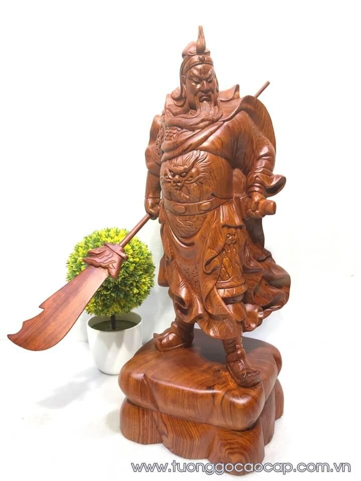Tượng Quan Công xách đao gỗ hương 50x19x17cm