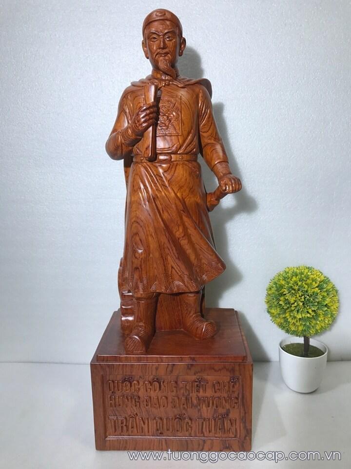 Tượng Trần Quốc Tuấn gỗ hương liền khối 70x22x20cm