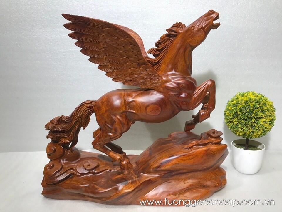 Ngựa có cánh trang trí gỗ hương 48x50x34cm