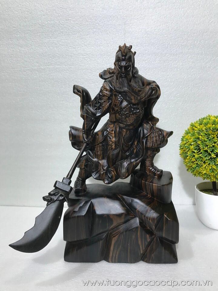 Tượng Quan Công múa đao gỗ mun hoa 39x21x11cm