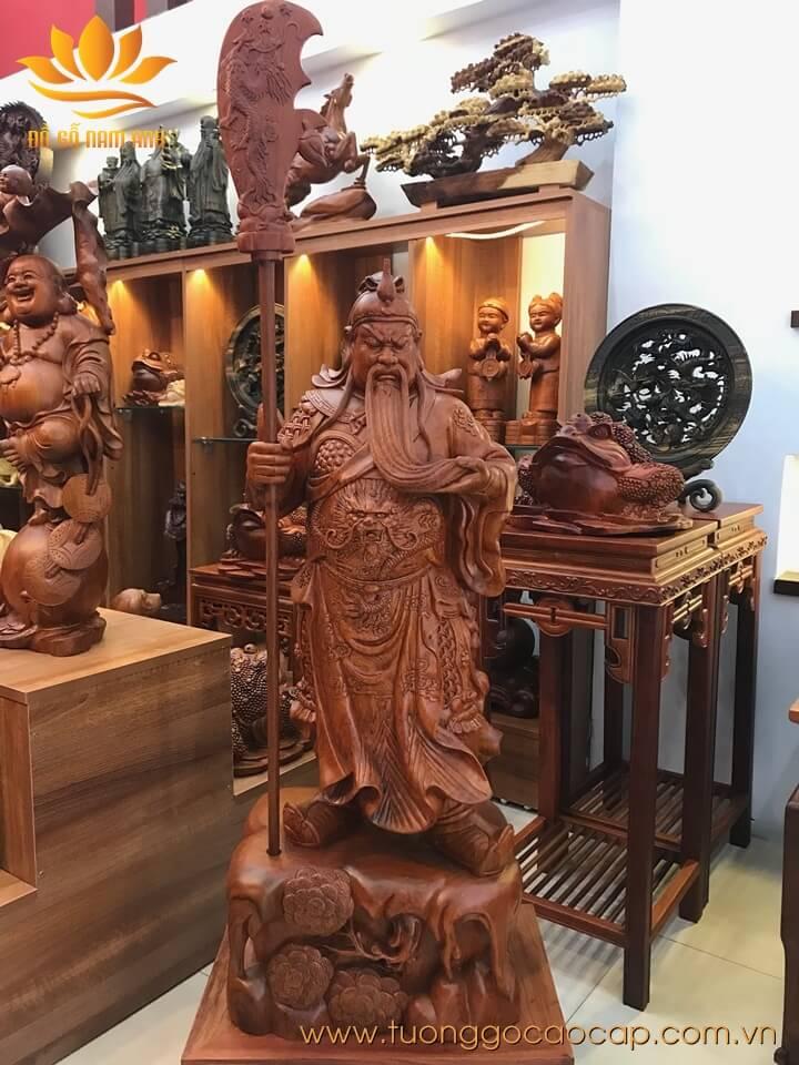 Tượng Quan Công chống đao gỗ hương loại to 100x40x30cm
