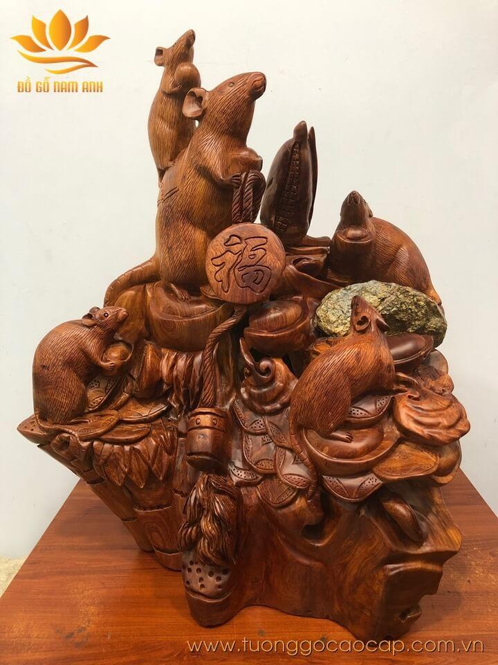 Gia đình chuột ôm tiền vàng gỗ hương liền khối 70x60x36cm