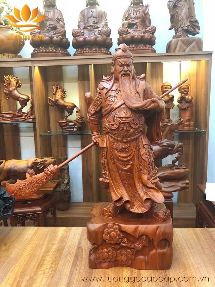 Tượng Quan Công xách đao gỗ hương 80x30x22cm