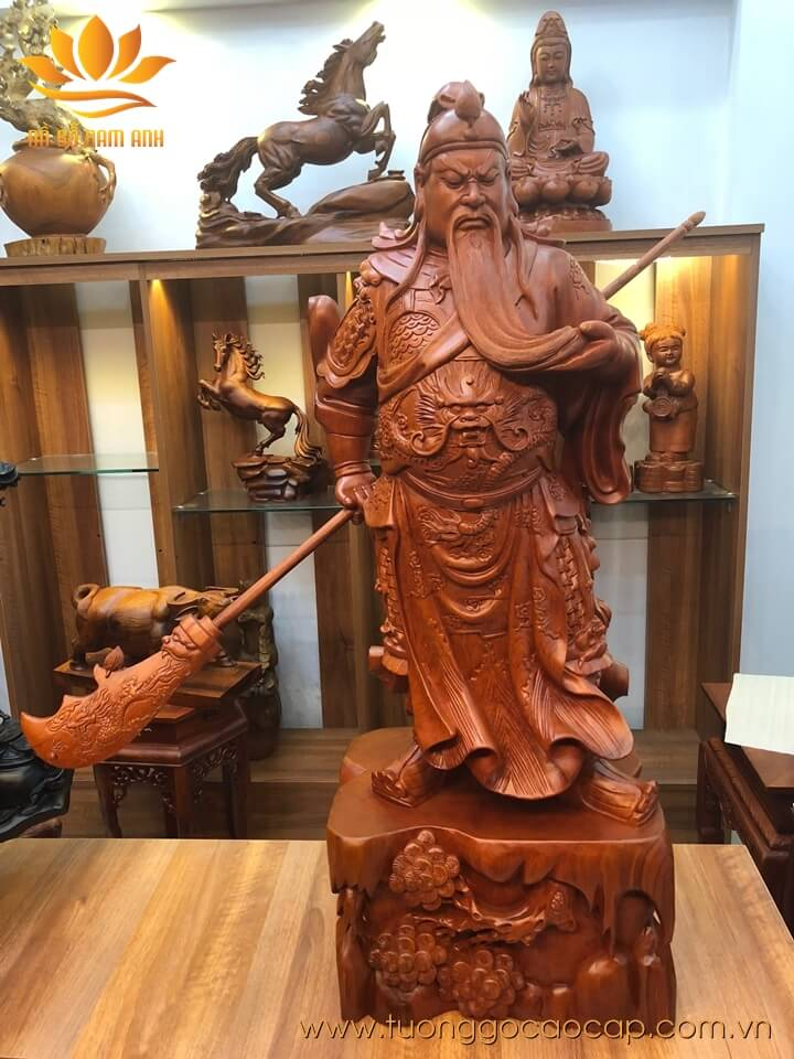 Tượng Quan Công xách đao gỗ hương liền khối 100x36x27cm