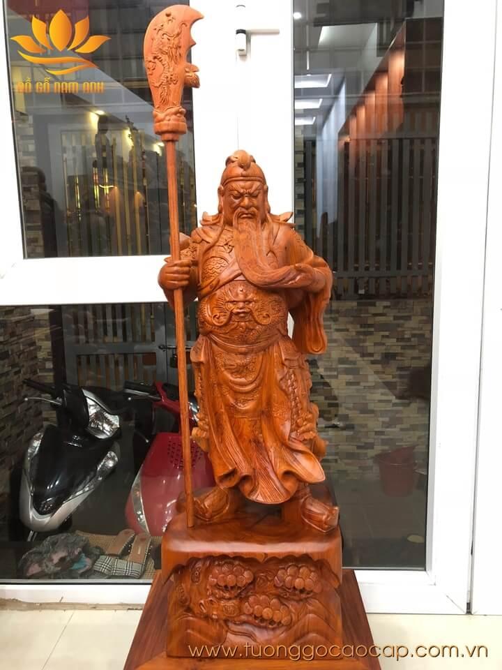 Tượng Quan Công chống đao gỗ hương liền khối 100x36x28cm