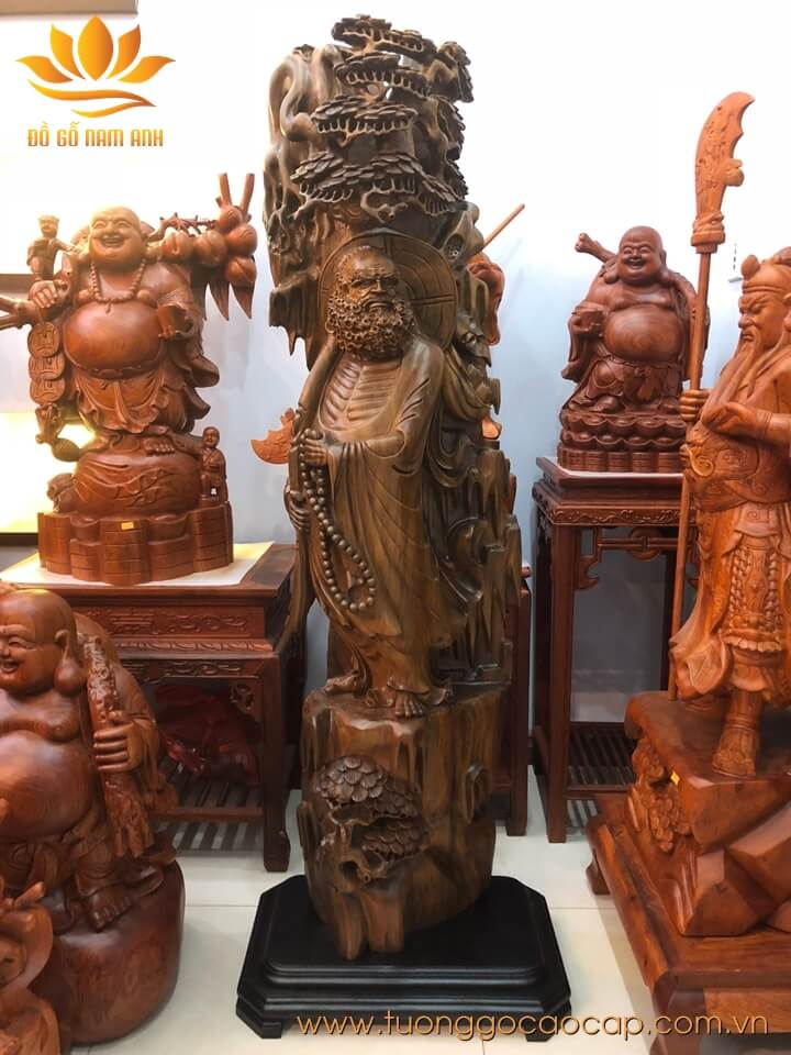 Tượng Đạt Ma đứng cây tùng gỗ bách xanh liền khối 140x42x27cm