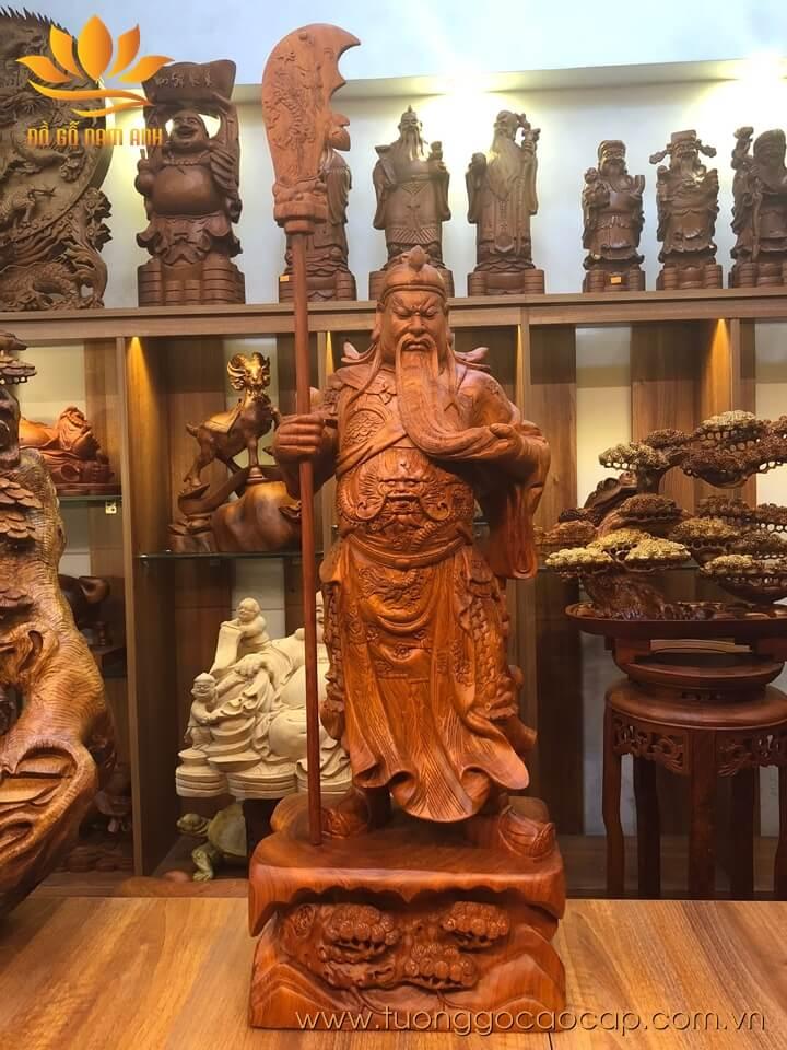 Tượng Quan Công chống đao gỗ hương liền khối 80x31x23cm
