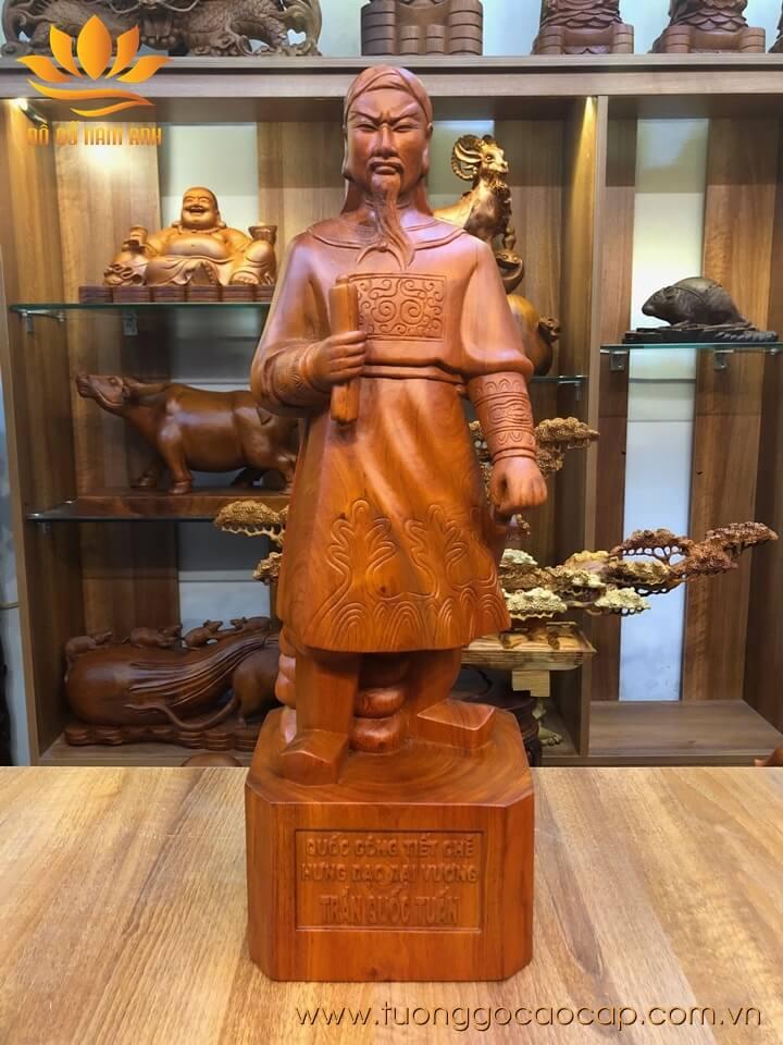 Tượng Trần Quốc Tuấn gỗ hương liền khối 60x20x17cm