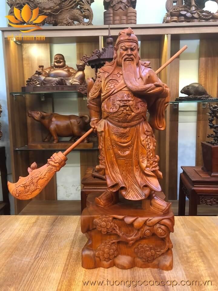 Tượng Quan Công xách đao gỗ hương liền khối 60x24x18cm