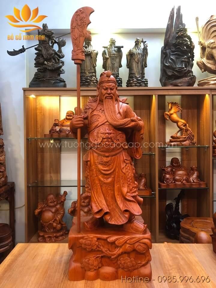 Tượng Quan Công chống đao gỗ hương liền khối 80x31x21cm