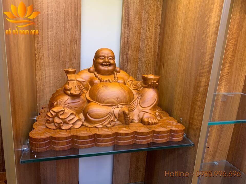Tượng Di lặc ngồi bưng vàng gỗ hương 25x40x23cm