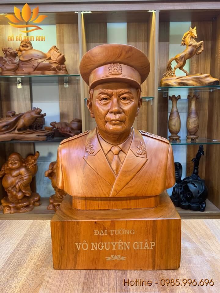 Tượng Đại Tướng Võ Nguyên Giáp gỗ hương liền khối 42x25x18cm