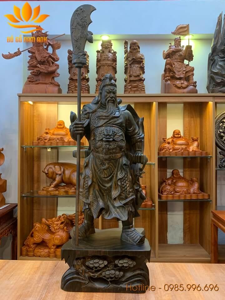Tượng Quan Công chống đao gỗ mun hoa liền khối 80x32x22cm