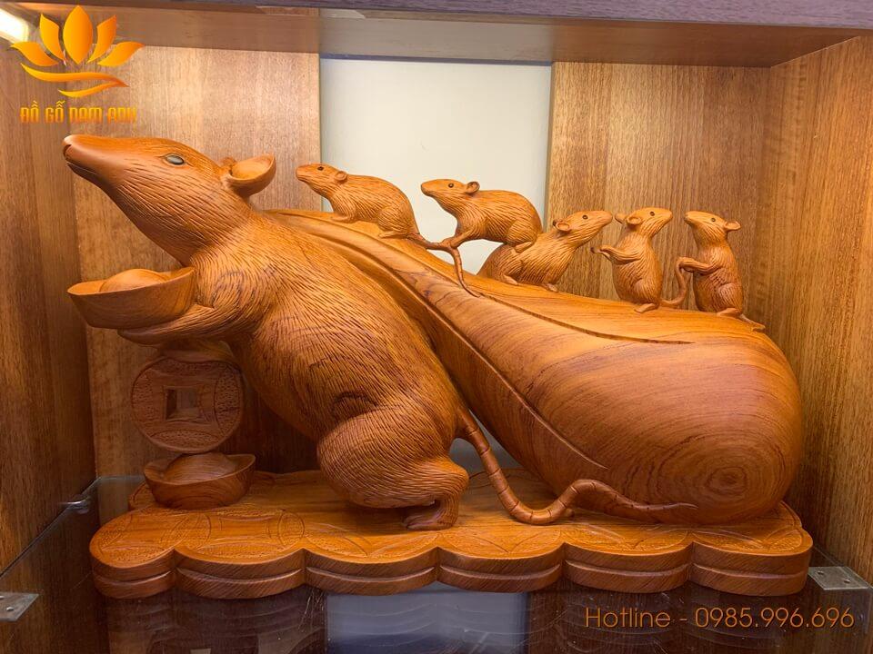 Tượng Chuột kéo bao tiền gỗ hương liền khối 30x50x16cm