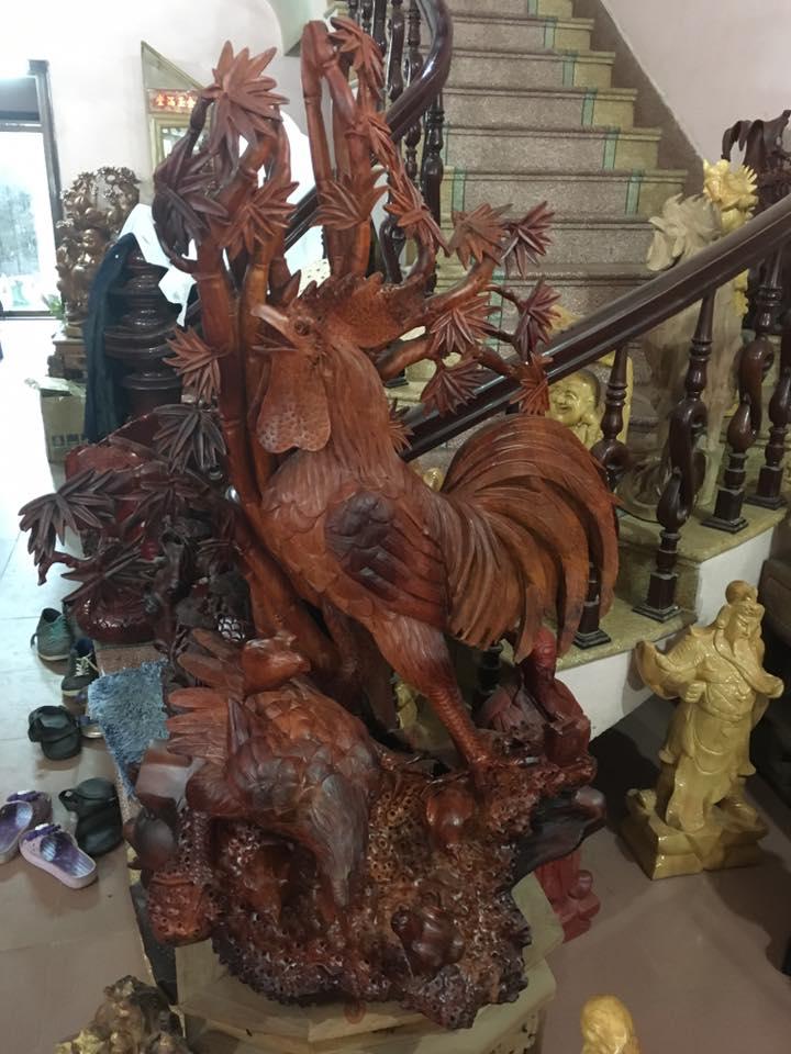 Tượng gà trống gỗ hương 116x96x50cm