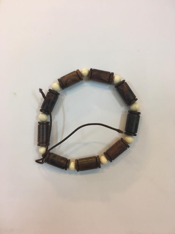 Vòng tay gỗ sưa dây hạt ngà 9mm