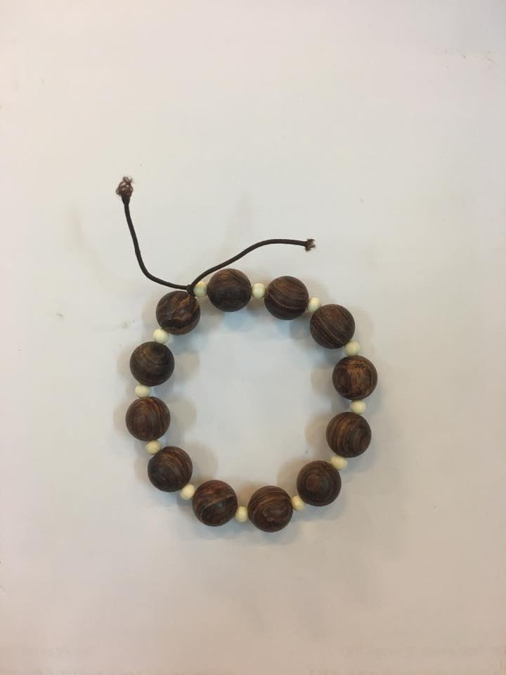 Vòng tay gỗ sưa dây hạt ngà 12mm
