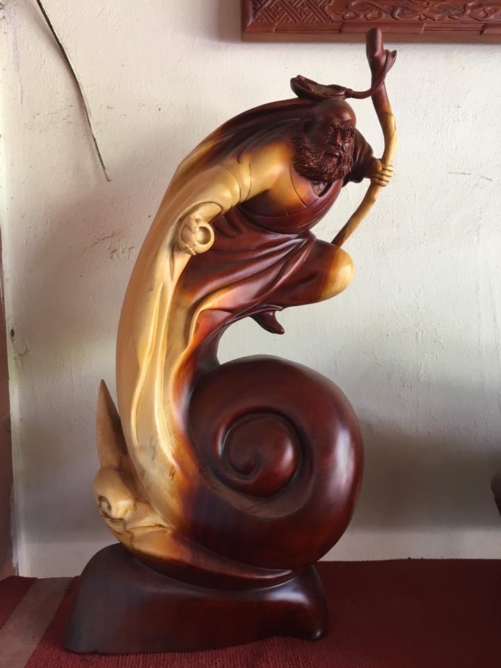 Tượng Đạt Ma gỗ hương 74x32x22cm