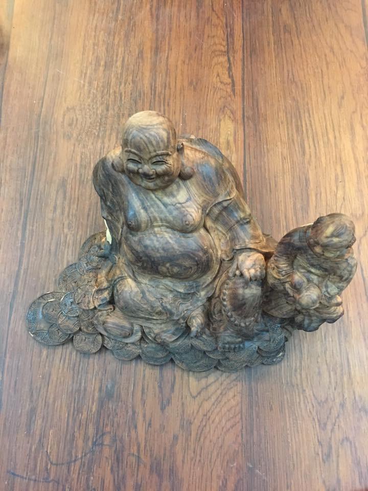 Tượng Di Lặc gỗ sưa vân đẹp 14x22x16cm