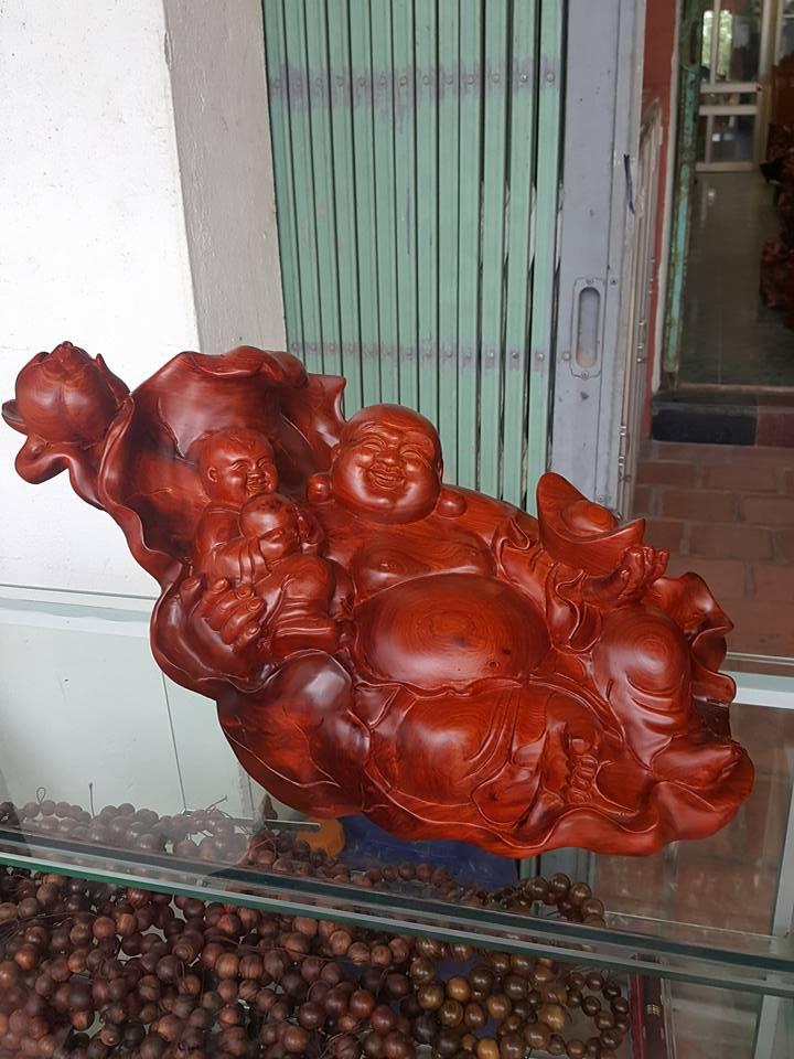 Tượng Di Lặc ngồi lá sen gỗ hương 30x46x28cm