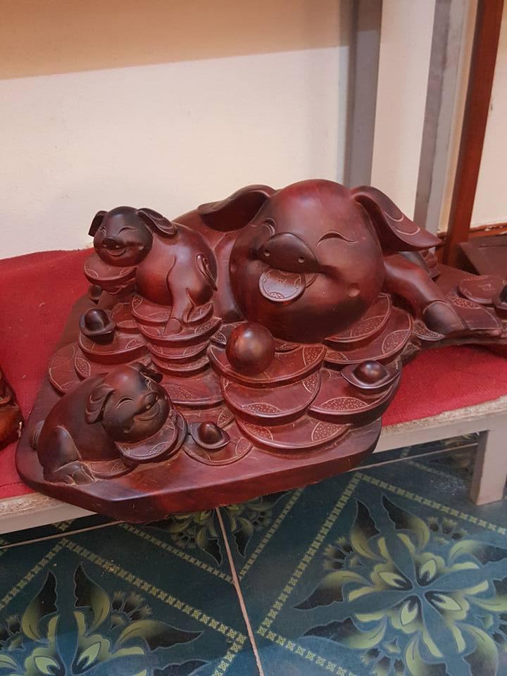 Lợn no đủ tiền vàng gỗ hương 26x62x45cm
